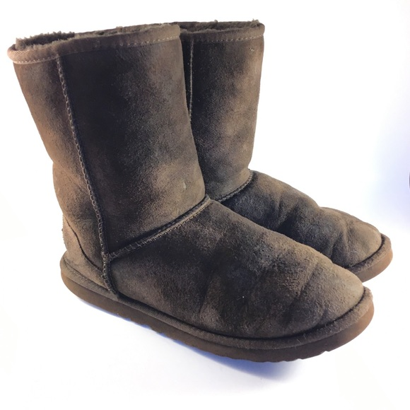 Short Dark Brown Classic Ugg Boots Size 9